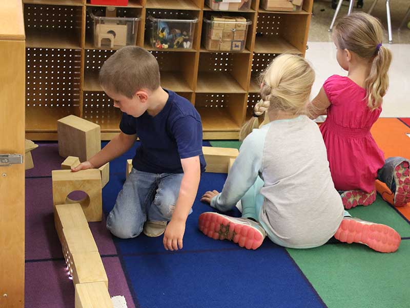 students are playing with building blocks